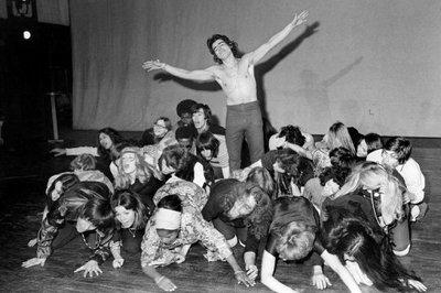 79436_la-comedie-musicale-hair-a-la-porte-saint-martin-a-paris-le-22-avril-1969